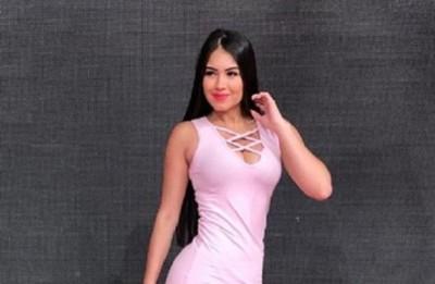 La 'Miss Pynandi' se viste con ropas usadas