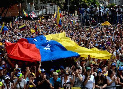 Nueve paraguayos tramitan su retorno al país desde Venezuela