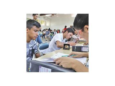 Más de 5.000 jóvenes confirman su postulación a becas de Itaipú