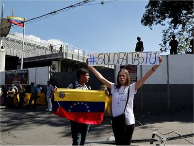 Francisco pide solución justa y pacífica en Venezuela