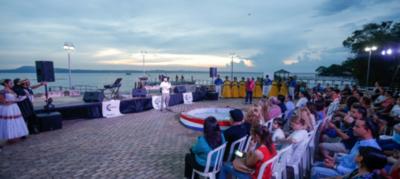 HOY / La guarania tuvo su noche junto Lago Azul de Ypacaraí
