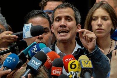 Guaidó asume control de activos de Venezuela en el exterior
