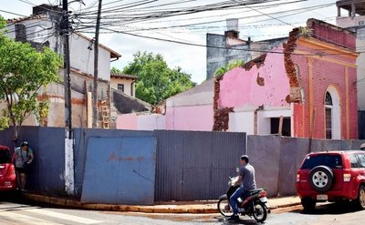 Demolición de una antigua casona genera indignación en Villarrica