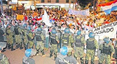 Indignados de Concepción fueron reprimidos por los cascos azules