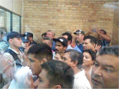 En CDE celebran imputación contra Zacarías y McLeod