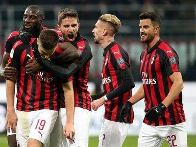 Piatek hunde al Napoli y mete al Milan en semifinales