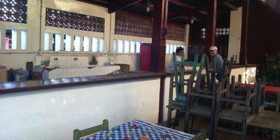 Vendedores abandonan sus negocios en el comedor del mercado 2