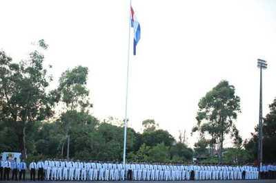 Mandatario paraguayo exhorta a egresados del CIMEFOR a honrar a la Patria