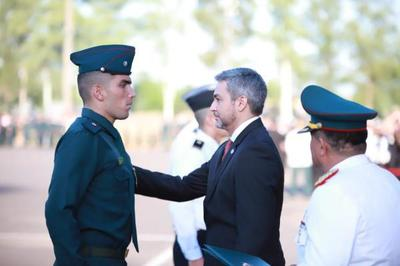 El servicio a la patria no sustituye a la educación pero es un complemento, afirmó el Presidente