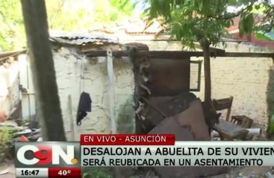 Desalojan a una familia de su vivienda en Asunción