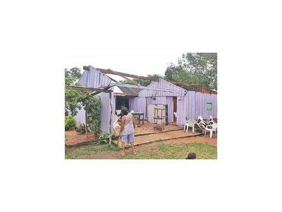 Temporal deja dos casas sin techo y afectó a los cultivos