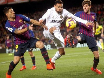 Valencia corta la racha de ocho victorias seguidas del Barcelona