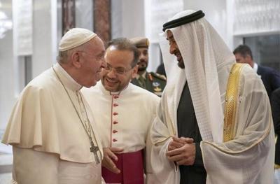 Papa llega a Emiratos Árabes para una visita histórica al Golfo