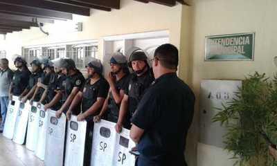 """Oficialistas aceptan renuncia de McLeod y eligen a """"Kelembu"""""""