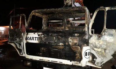 Incendian camiones en Minga Guazú, autor huyó y se lanzó a pozo