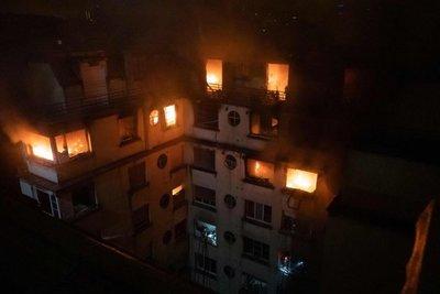 Se elevan a 9 los muertos en incendio de París que parece intencionado