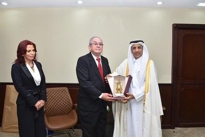 Ministros fueron recibidos por autoridades judiciales de Qatar