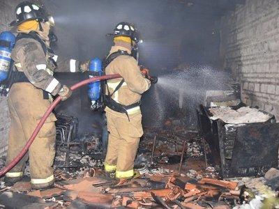 Precarias instalaciones eléctricas provocan incendio en vivienda