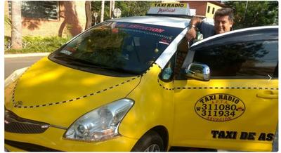 """Taxista ofrece a pasajeros Wifi, tv y hasta minicarga: """"Me pueden copiar pero mi móvil es único"""" – Prensa 5"""