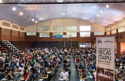 Jóvenes rinden hoy para acceder a becas de Itaipú
