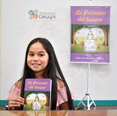 Niña escritora de diez años registra su obra en Dinapi
