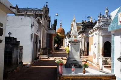 Instan a contribuyentes pagar tasas de predio en cementerios de Asunción.