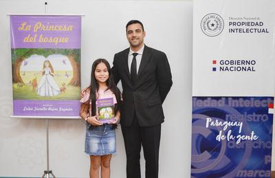 Con solo 10 años, niña registró su primera obra literaria en la Dinapi