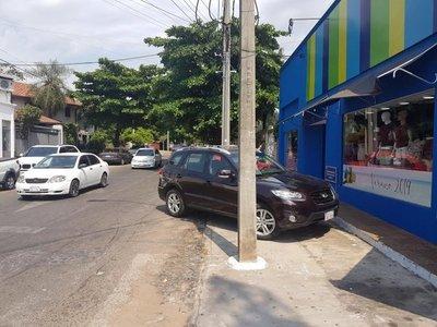Pésima forma de estacionar