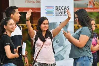 Becas de Itaipú: Disponible los resultados del examen de competencias básicas