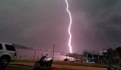 Lluvia y descarga eléctrica en Ñeembucú
