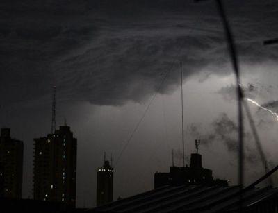 Tormentas eléctricas continuarán en la madrugada
