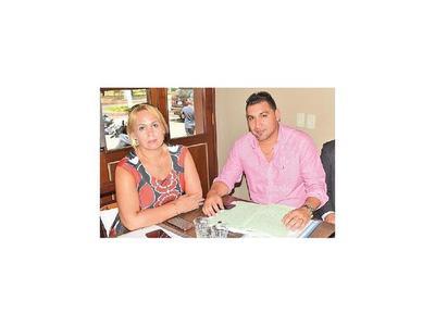 Fonseca contraataca y denuncia a sus padres y hermanos
