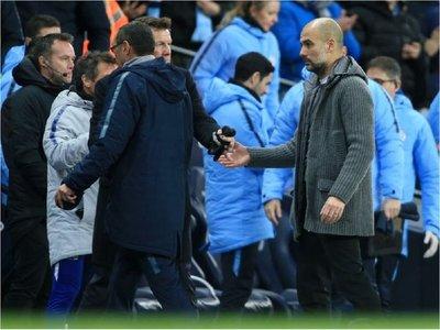 Sarri niega el saludo a Guardiola
