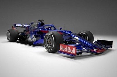 Toro Rosso y Williams presentan sus nuevos bólidos
