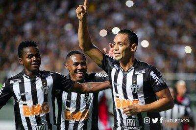 Atlético Mineiro doblega a Danubio y avanza a la Fase 3