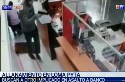 Asalto en banco: Cajero delatado brinda su versión