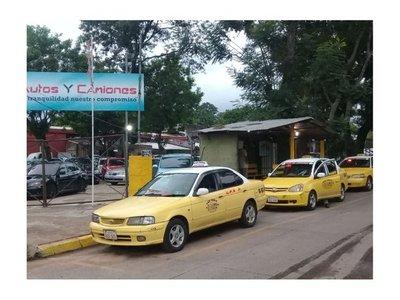 A taxistas les llueven clientes en el DÍA DE LOS INFIELES