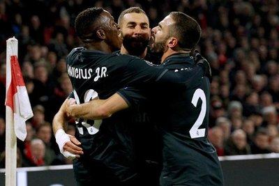 Real Madrid festeja ante el Ajax en Holanda
