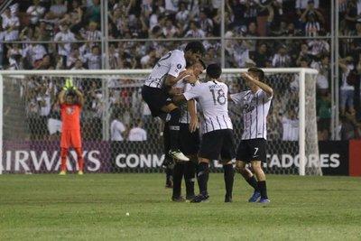 Libertad se clasifica con un arsenal de goles ante The Strongest