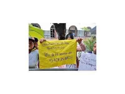 Tobateños piden   al obispo que no  traslade a  su párroco