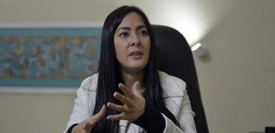Ministra despierta sospechas al ocultar información pública