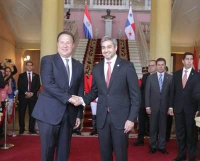 Presidente se reúne con su homólogo de Panamá