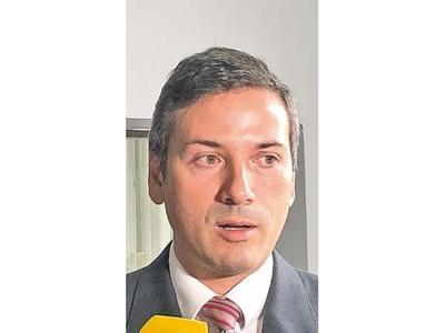 Denuncian al ex ministro del MAG por mal uso de bonos