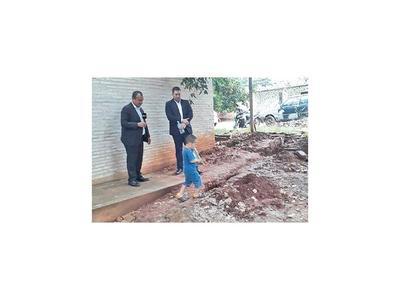 Defensor  interviene escuela con policías