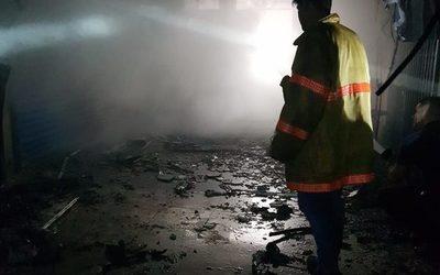Diez locales consumidos por el fuego en Jebai Center
