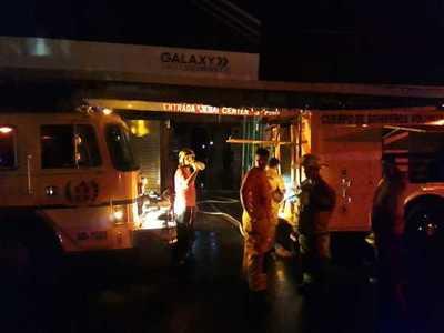 Incendio en Galería Jebai se propaga al 4to piso
