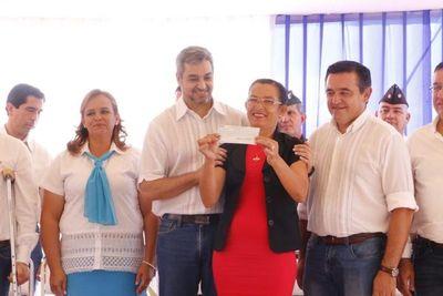 Presidente Mario Abdo y ministro Eduardo Petta realizan inauguración de obras en escuelas