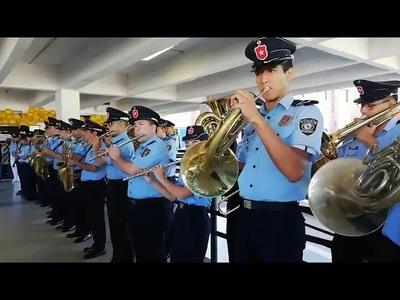 Banda de la Policía tocó ''La vaca Lola'' para los pequeños con cáncer