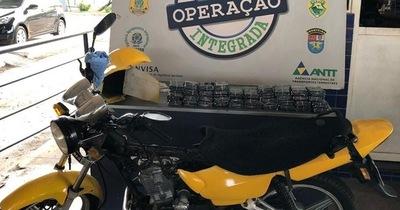Incautan mototaxi que transportaba contrabando en fondo falso
