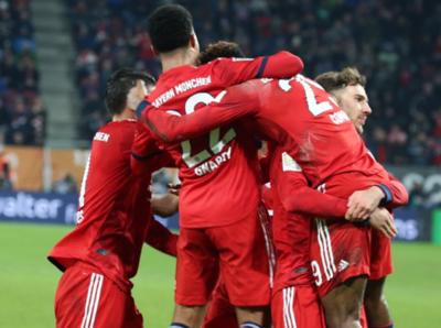 Bayern Munich vence al Augsburgo y presiona al Dortmund